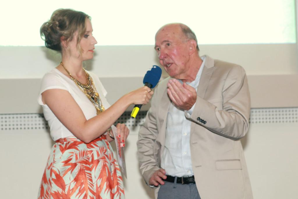 Moderatorin Linda Reitinger von 103.7 UnserDing im Gespräch mit Prof. Axel Buchholz. Foto: Groß
