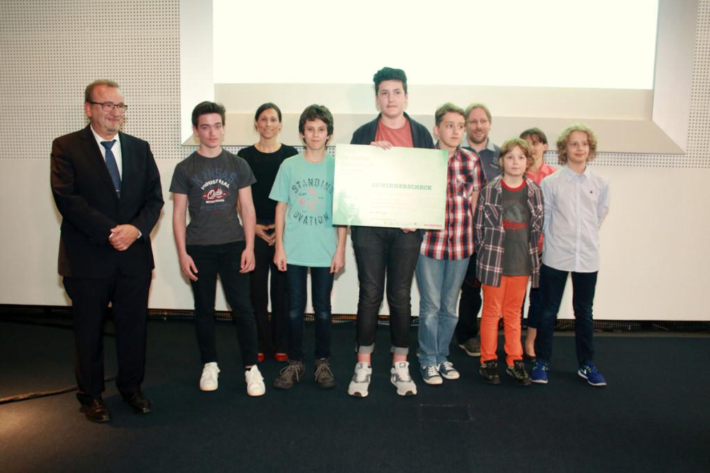 """Über den erstmals verliehenen Europapreis konnte sich das Redaktionsteam der Webseite """"camaeleon.org"""" des Deutsch-Französischen Gymnasiums Saarbrücken freuen. Foto: Groß"""