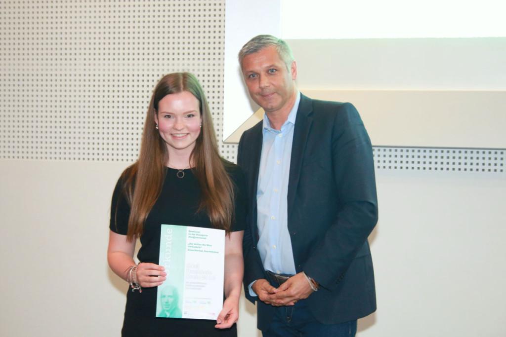 In der Kategorie Jungjournalist/in hatte nach Überzeugung der Jury Alisa Sterkel aus Saarbrücken den besten Beitrag eingereicht. Foto: Groß